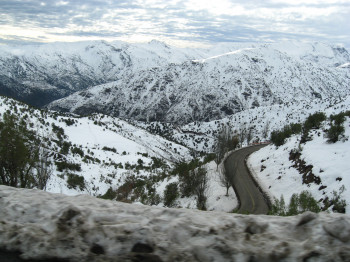 The road to El Colorado and Farellones - A total of 130 kilometres of pistes await passionate winter sports enthusiasts.