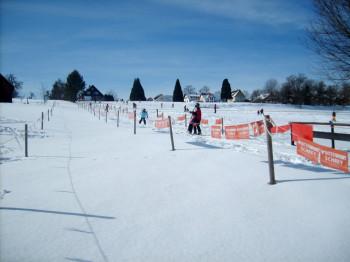 Familien lieben das kleine Skigebiet. Schnee liegt hier im Winter genug.