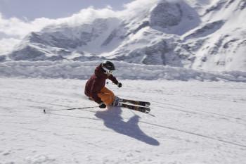 Mit Skiline kannst du deine gefahrenen Höhenmeter, Liftfahrten und Pistenkilometer als Höhenmeterdiagramm abrufen.