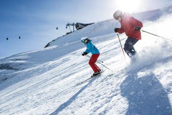 Gemeinsam mit Abstand und Eigenverantwortung - so lautet das Motto für die neue Saison am Pitztaler Gletscher.