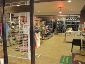 Modern und gut ausgestattet sind die Skiverleih-Shops in den größeren Skigebieten.