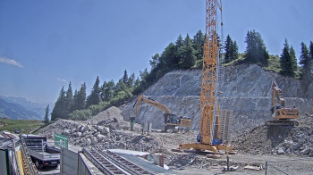 An der neuen Bergstation laufen die Arbeiten Anfang Juli bereits auf Hochtouren. Eine Webcam zeigt den täglichen Fortschritt.