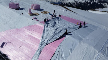 In Kitzbühel, the snow depot is initially covered with rigid foam boards and foil.