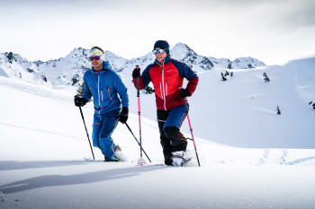With wind- and waterproof clothing you are well protected on your tour.