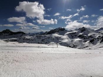 Am Mölltaler Gletscher liegt auch im Sommer genug Schnee zum Skifahren.