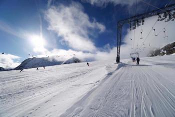 Rund 30 Pistenkilometer und mehrere Skirouten warten am Kitzsteinhorn auf Wintersportler.