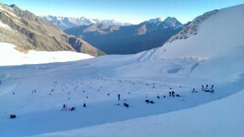 Die Skisaison in Saas-Fee startet bereits Mitte Juli. Das nutzen auch viele Trainingsteams.