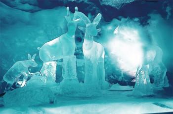 Entdecke die märchenhafte Welt aus Schnee und Eis im Gletscher-Palast.
