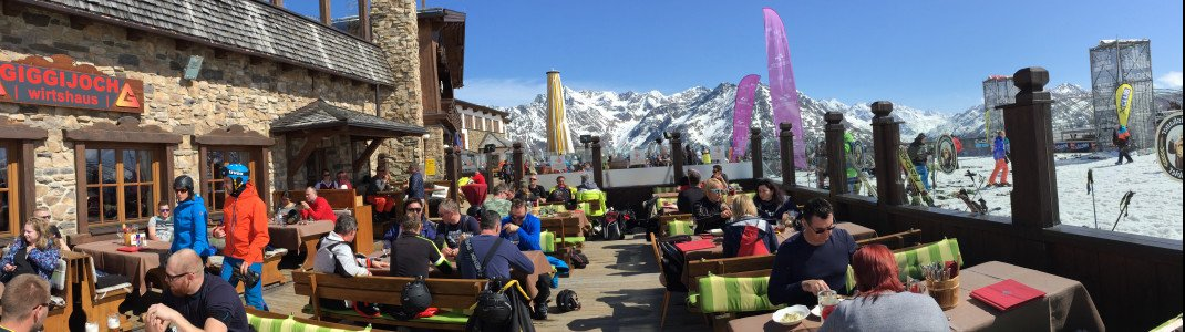 Insgesamt 33 Hütten laden im Skigebiet Sölden zur Einkehr ein. Das Wirtshaus am Giggijoch liegt den ganzen Tag in der Sonne.