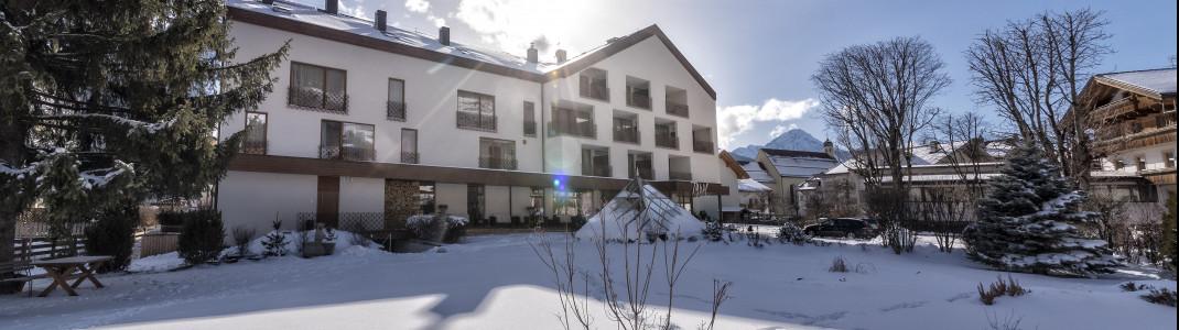 Perfekt eingebettet in die Bergwelt der Südtiroler Dolomiten befindet sich das Sporthotel Tyrol im Zentrum von Innichen.