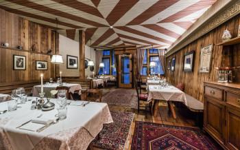 Im Restaurant erwarten dich Südtiroler Spezialitäten und mediterrane Genüsse. Für kleine Gäste gibt's extra Kindergerichte!