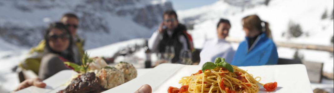 Die Skihütten Alta Badias überzeugen mit kulinarischen Köstlichkeiten und tollen Panorama.