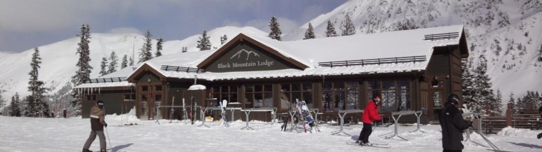 Die Black Mountain Lodge bietet seinen Gästen eine schöne Sonnenterrasse in geschützter Lage.