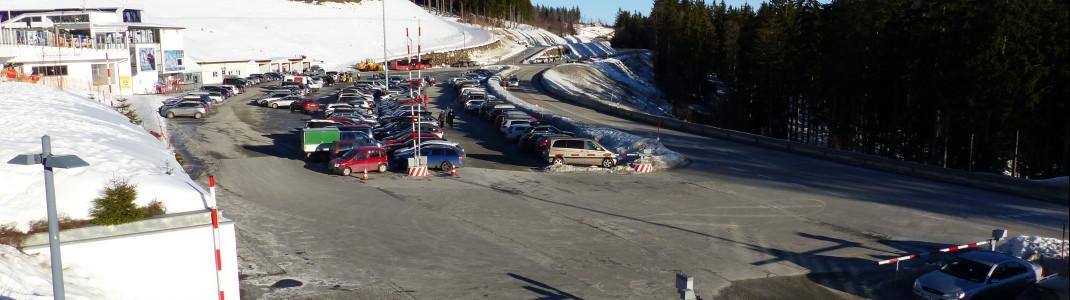 Die Parkplätze sind im gesamten Skigebiet kostenlos.