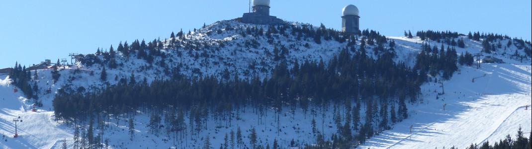 Der höchste Punkt im Skigebiet liegt an der Spitze des Großen Arbers auf etwa 1.450 Metern.