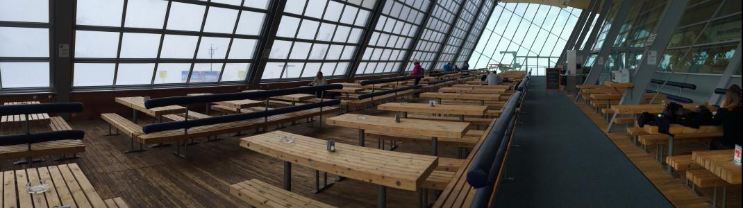 Das Panoramarestaurant am Hoadl überzeugt durch eine riesiges Panorama-Wintergarten
