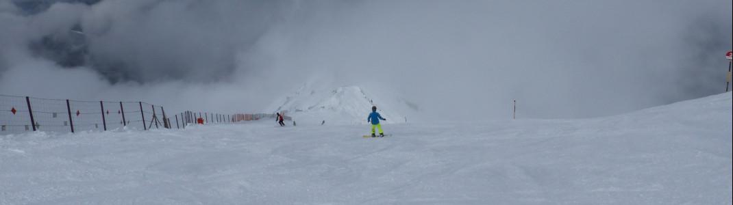 Die Pisten im oberen Teil des Skigebiets sind angenehm steil und breit