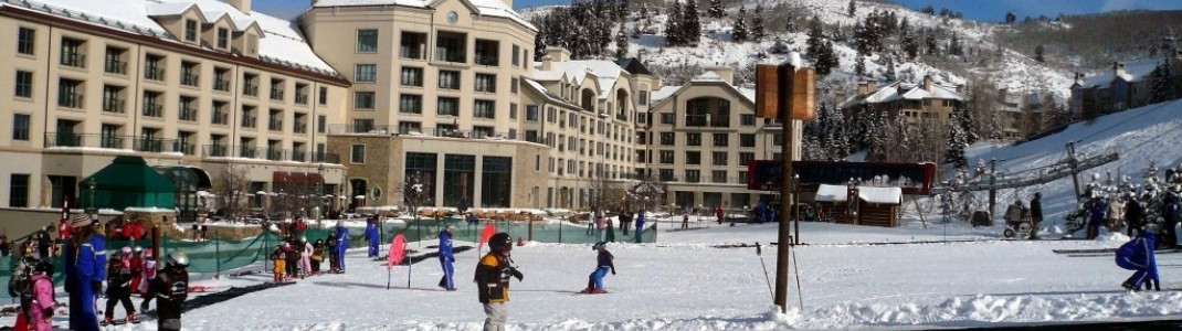 "Das Skischulgelände an der Talstation des ""Centennial Express"" Lifts!"