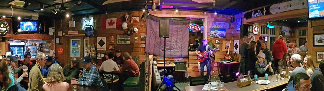 Live-Musik sorgt im T-Bar Pub abends für super Stimmung!