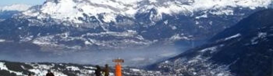 Blick vom Fuß des Mont Joly über Combloux ins sehr tiefe Tal von Sallanches!