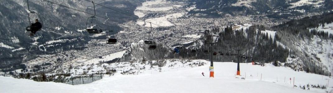 Blick über die Pisten am Kreuzeck auf Garmisch Partenkirchen!
