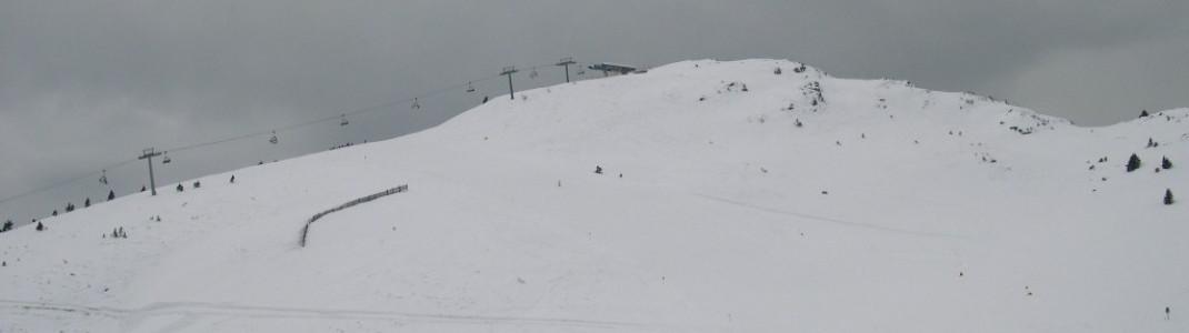 Blick auf das Ski-Areal und den Berg Jochtal (2008 m)!