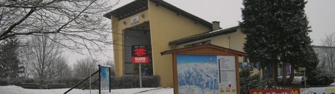 Hier ist die Talstation der Gondel zu sehen.