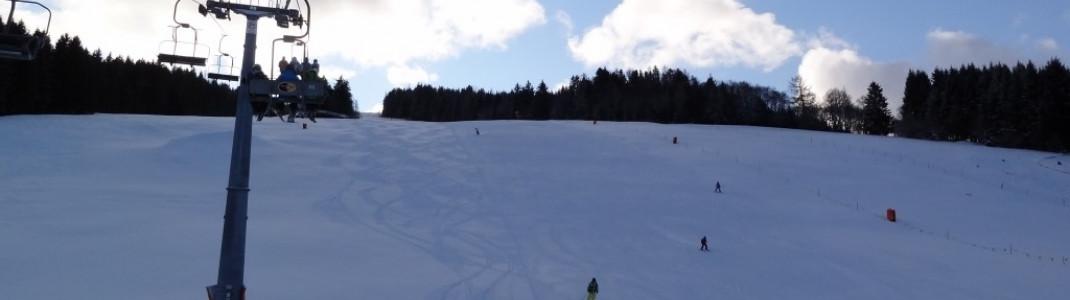 Auf den breiten Abfahrten haben auch Snowboarder ihren Spaß. (Abfahrt an der Grebenzenbahn)!