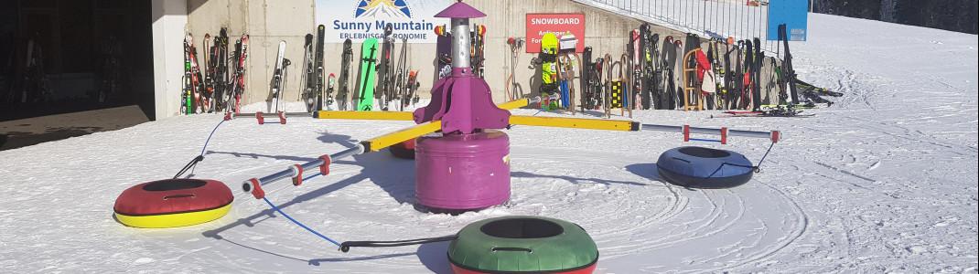 Kinder dürfen sich auf ein Skikarussell freuen.