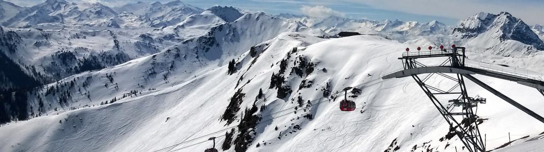 Moderne Lifte wie die 3S bringen Skifahrer bergwärts