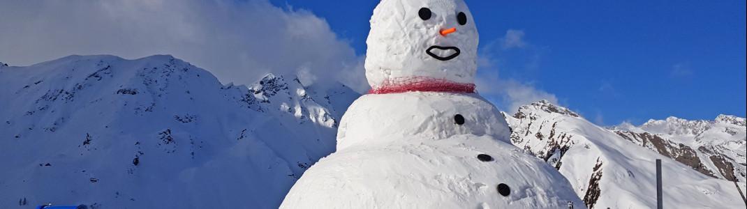 """Ein großer Schneemann an der Bergstation der """"Wastenegg-Bahn"""" sorgt für Begeisterung bei den Kids."""