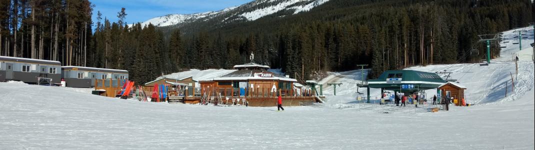 Die Kokanee Cabin ist die erste Anlaufstation für Après Ski in Talnähe
