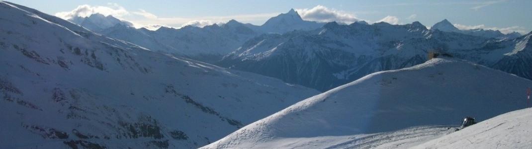 Panorama über die Walliser Bergwelt