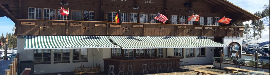Einen Hauch von europäischem Après Ski gibt es im Yodler an der Talstation Main Lodge. Hier wird bayerisches Essen und Bier serviert.