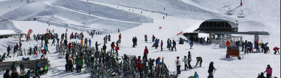 Die meisten Abfahrten am Mt Hutt, vor allem am Gipfel, sind für Anfänger zu anspruchsvoll, also lieber in Talnähe bleiben.
