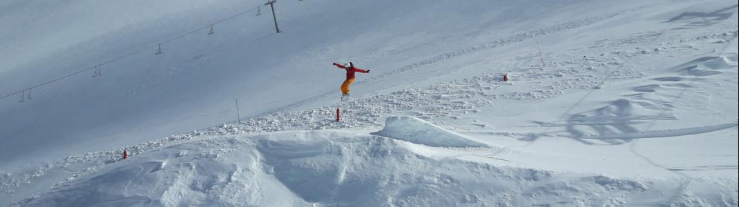Snowboarder in einem der Terrainparks