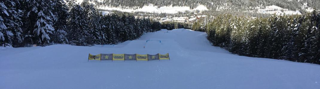 Im Snowpark gibt es Hindernisse für alle Könnerstufen.