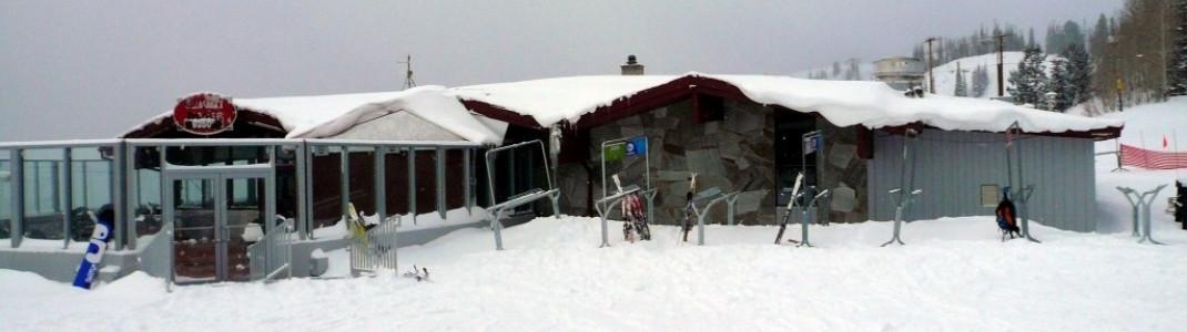 """Bei gutem Wetter ist die Sonnenterrasse des """"Summit House"""" gut gefüllt."""