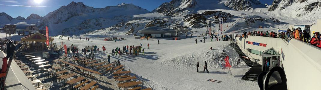 Blick auf die Schirmbar an der Bergstation des Gletscherexpress