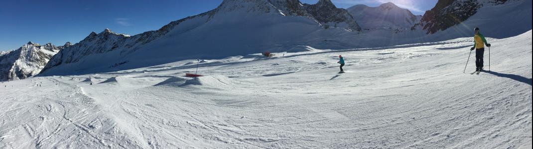 Blick auf den Snowpark: Beginner Line im Vordergrund und Pro Line im Hintergrund