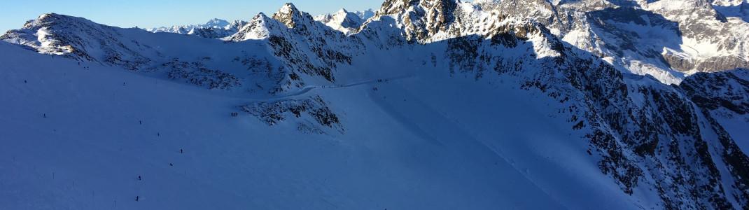 Blick von der Bergstation Wildspitzbahn auf die roten Pisten Nr. 26-28!