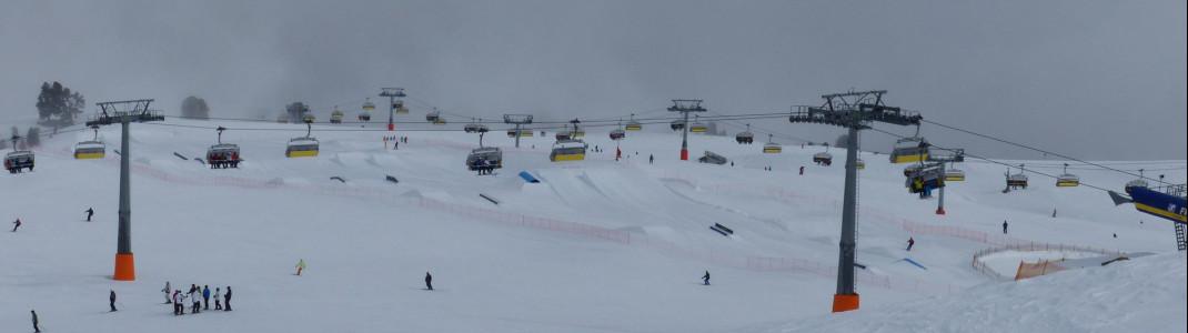 Übersicht auf das Skigebiet von der Bergstation der Rojen-Sesselbahn aus.