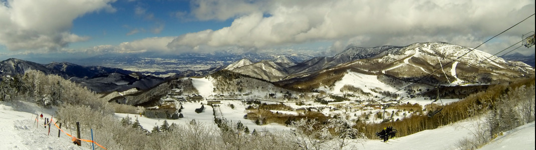 Blick auf das Teilskigebiet Yakebitaiyama, in dem sich der Snowpark befindet.