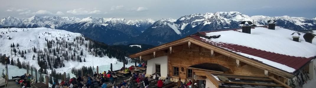 Zahlreiche urige Hütten laden Wintersportler zum gemütlichen Verweilen- so zum Beispiel die Dauerstoa Alm im Alpbachtal.