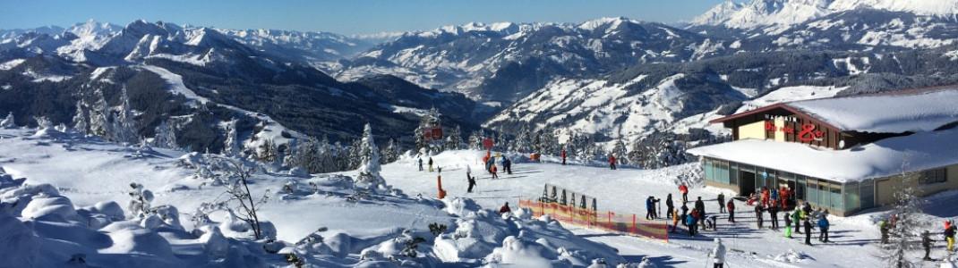 Blick auf die Bergstation der Rote 8er Gondelbahn in Wagrain