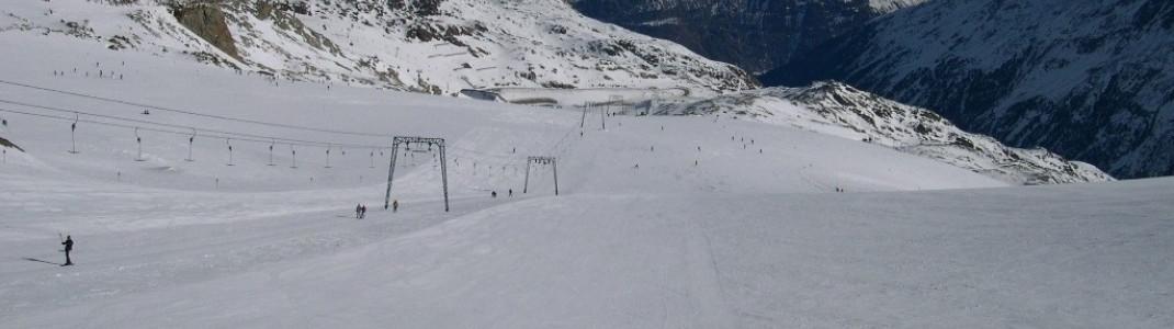 Präparierte Pisten am Tiefenbach-Gletscher und umliegende Gipfel des Ötztals!