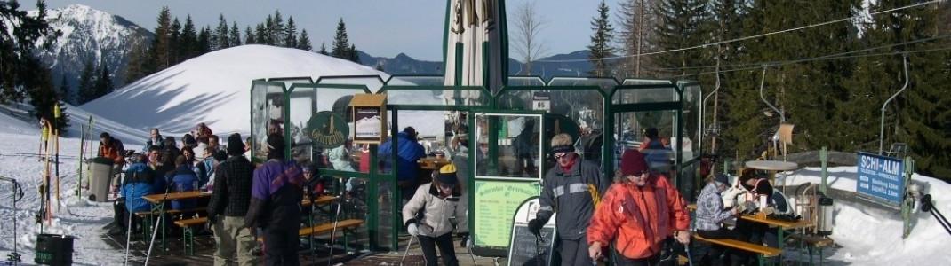 Schirmbar an der Bergstation des Schwebeliftes Bayrischzell