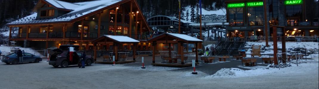 Der Parkplatz im Tal ist kostenfrei und direkt beim Skipass-Verkauf