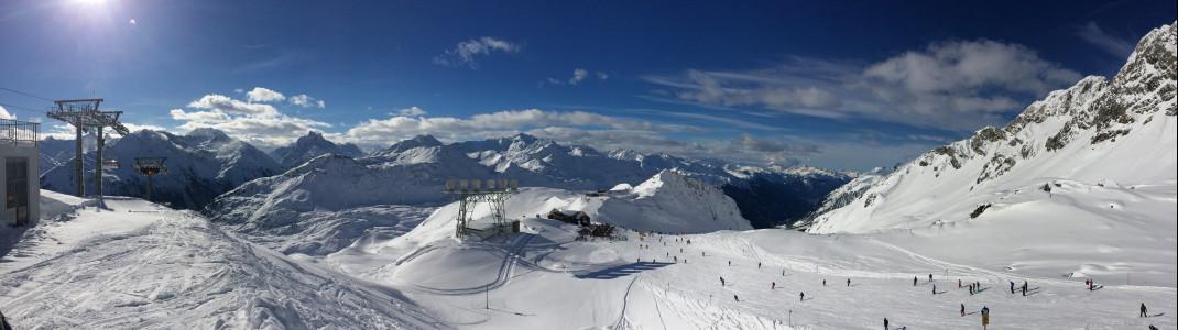 Sonne scheint und Schnee in Massen: Traumhafte Bedingungen am Arlberg.