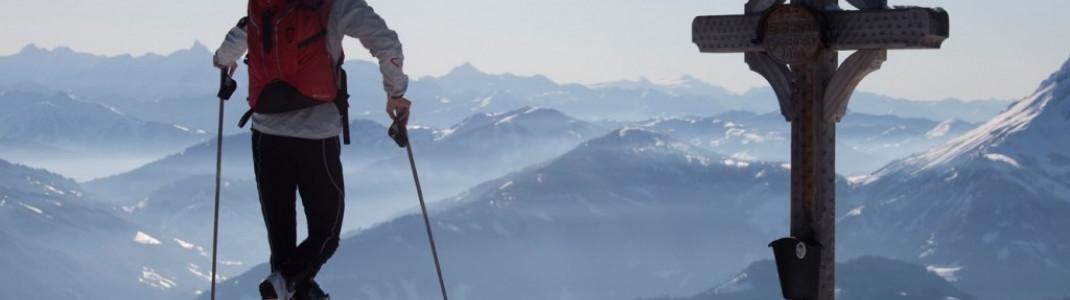 Bei klarem Wetter eröffnet sich nicht nur Skitourengeher dieser Weitblick.